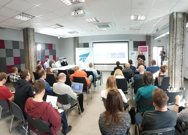 zdjęcie uczestników hackatonu Sektora 3.0 w Krakowie (2016)